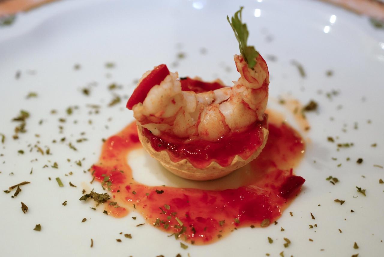 tartaleta con langostino cocido y mermelada de pimiento rojo asado