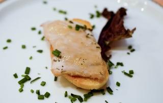 tosta de lomo a la sal con mermelada de cebolla